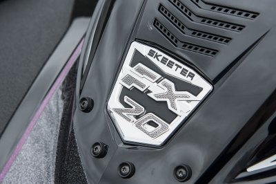 detailed console windshield with fx20 badge
