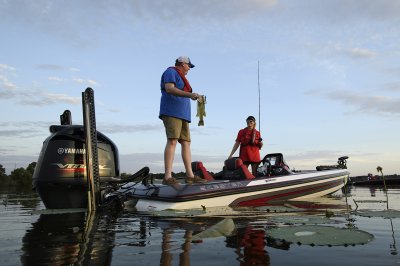 husband helping wife boat fish in skeeter tounrment bass boat