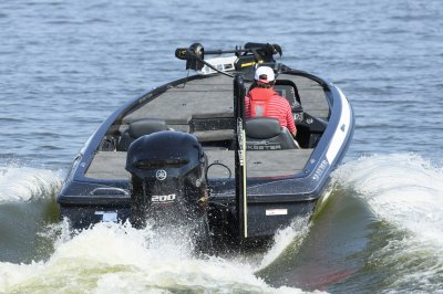 yamaha four stroke torques boat on pad