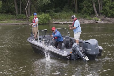 catching big smallmouth in the wx2190