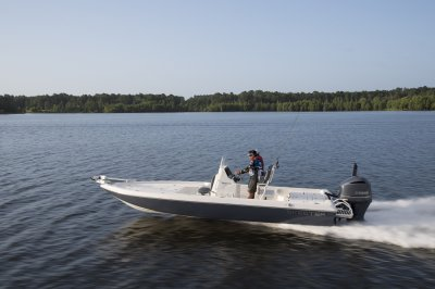 skeeter sx240 bay boat running across flats