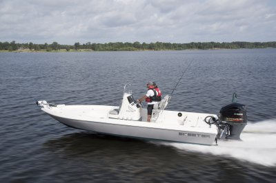 Skeeter sx230 center console bay boat running down lake