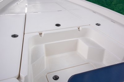 front deck step built into sx210 bay boat