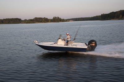 skeeter sx200 port side running across bay