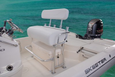 leanpost on sx200 center console bay boat
